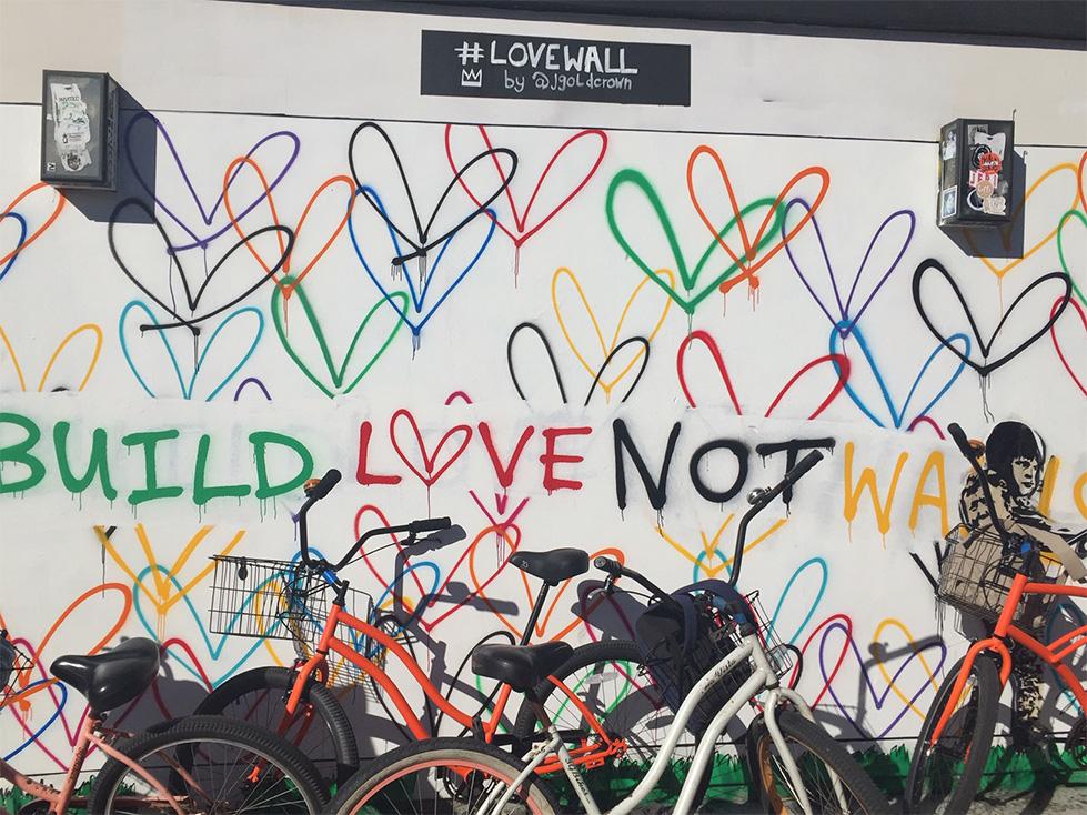 Buildlovenotwalls-StreetArt-Venice